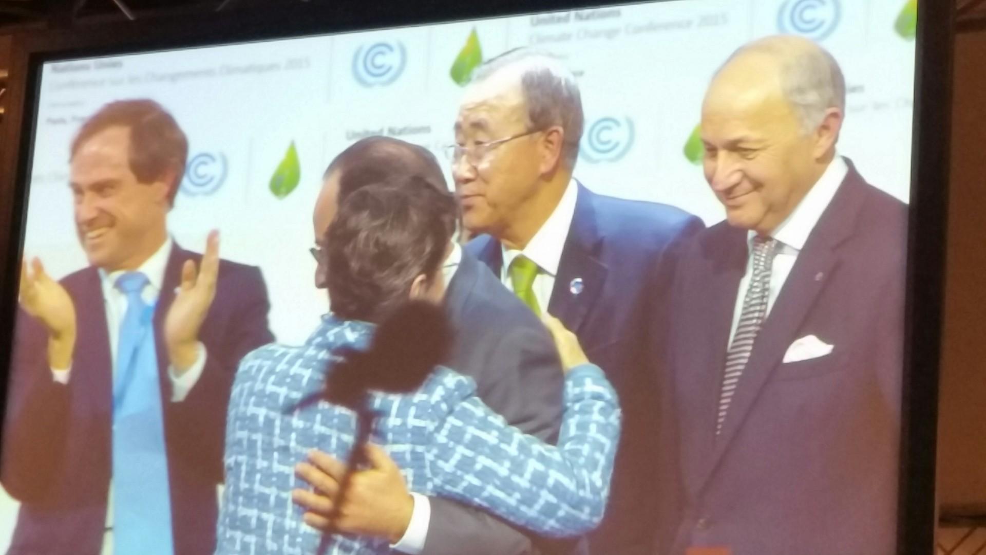 Historisk i Paris, ny klimaavtale vedtatt